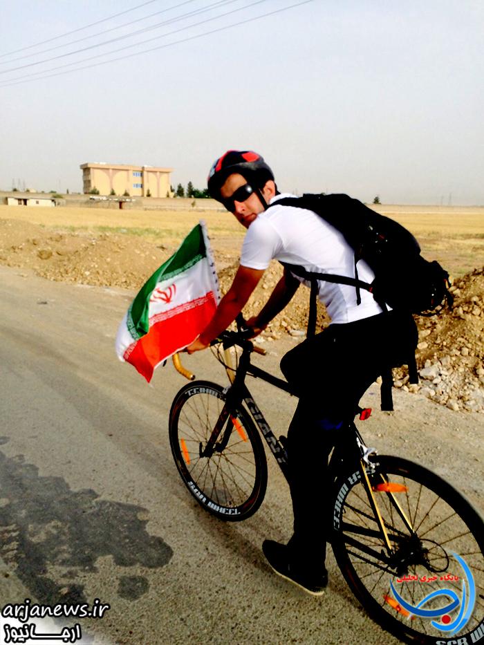 سعید طهماسبی مسیر کوهدشت تا مرقد امام(ره) را رکاب می زند+عکس