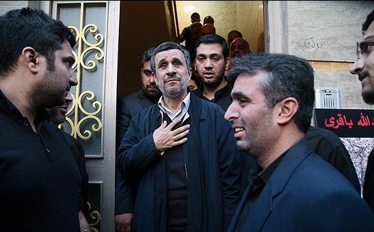 گزارش تصویری حضور احمدی نژاد در منزل مدافع حرم شهید عبدالله باقری