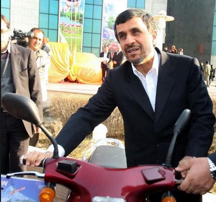 کارت آزمون رانندگی موتور سیکلت دکتر محمود احمدی نژاد/عکس