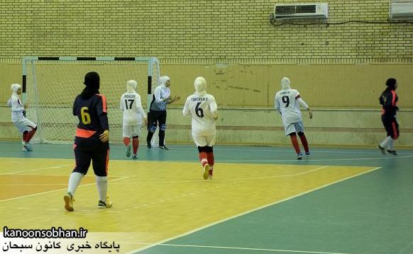 کوهدشت میزبان لیگ دسته یک فوتسال بانوان کشور /برتری تیم کوهدشت در بازی نخست/مسابقات در حال برگزاری هستند.