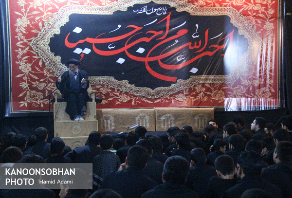تصاویر شب پنجم محرم ۹۶ هیئت متوسلین حضرت زهرا(س) در کوهدشت