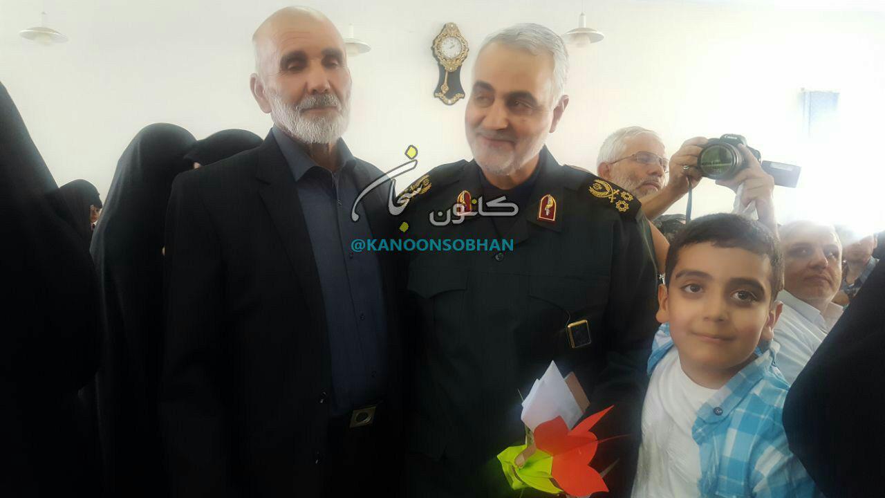 تصاویر ملاقات سردار سلیمانی با خانواده شهید کوهدشتی مدافع حرم قدرت الله عبدیان