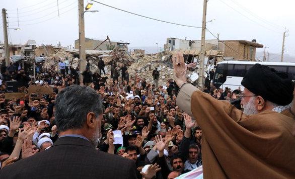 تصاویر حضور و سخنرانی رهبر انقلاب در منطقه زلزله زده سرپل ذهاب