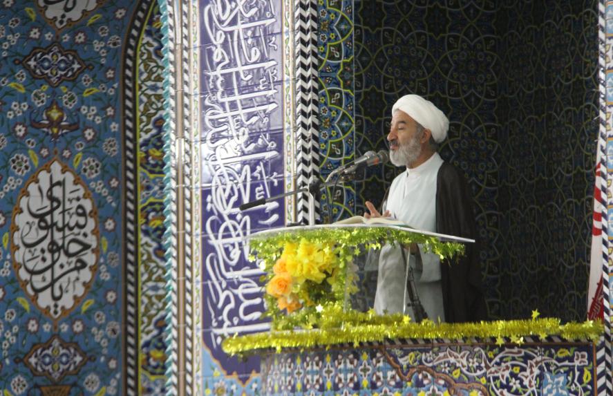انقلاب اسلامی برگرفته از مکتب عاشورا است/ فاصله طبقاتی کمر جامعه را میشکند