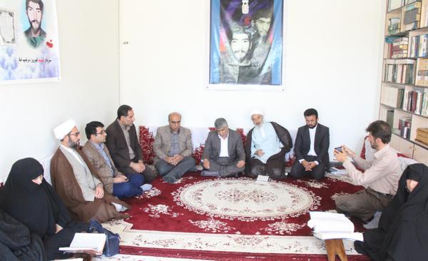 تصاویر دیدار مسئولین کوهدشت با خانواده شهیدان سرتیب نیا