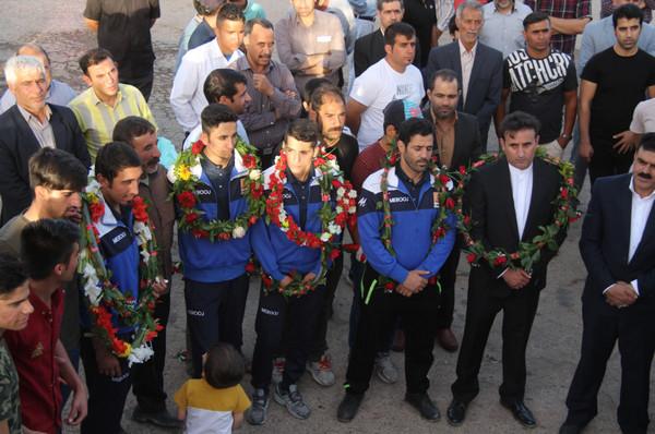 تصاویر مراسم استقبال از مربیان تیم ملی و قهرمانان کشتی فرنگی ناشنوایان جهان در کوهدشت