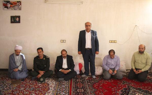 تصاویر دیدار برخی مسئولین کوهدشت با خانواده شهید بسیجی اصغر حسین پور