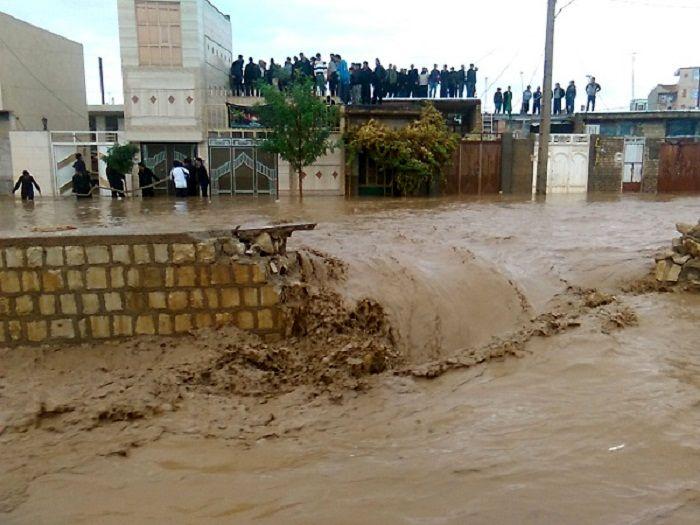 کانال آب ورودی کوهدشت برای جلوگیری از وقوع سیل اصلاح شود