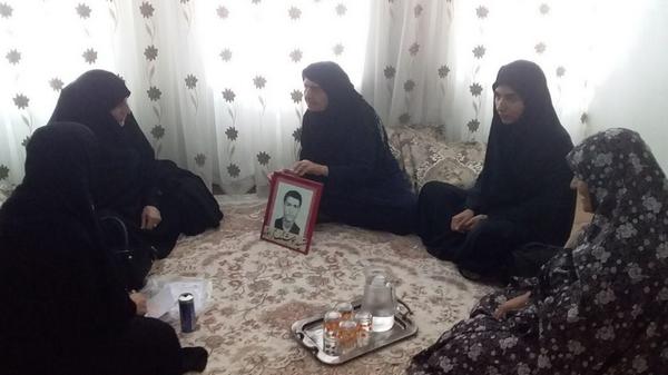 دیدار فرمانده حوزه مقاومت بسیج فاطمه الزهرا(س) با خانواده شهید والامقام هوشنگ گراوند