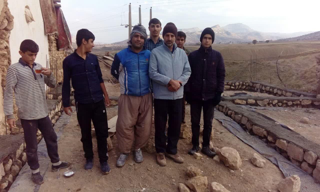 تلاش مجاهدانه گروه جهادی شهید میثم میرزایی کوهدشت در ساخت منزل محرومان+تصاویر