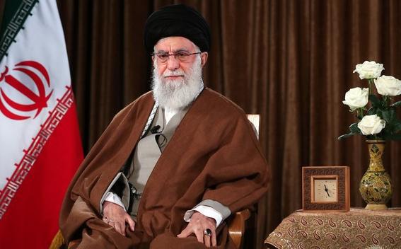 رهبر معظم انقلاب: مقامات آمریکا شارلاتان و تروریست هستند/ اگر کوتهبینی نکنیم ایران به قلّه حکومت اسلامی میرسد