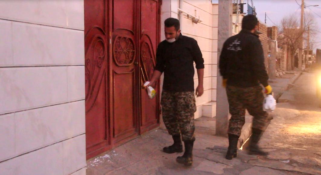 ضدعفونی اماکن و معابر پرتردد توسط بسیجیان کوهدشتی