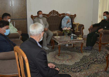 تصاویر دیدار مسئولان کوهدشت با خانواده شهید هادیان