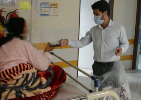 توزیع ۲۰۰ پک تغذیه و بهداشتی بین کادر درمان و بیماران کرونایی کوهدشت/ به زودی دستگاه اکسیژن ساز در بیمارستان امام خمینی(ره)نصب می شود