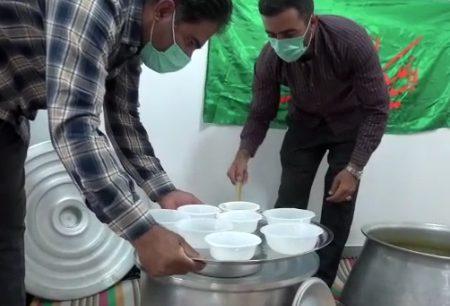 پخت و توزیع آش نذری به مناسبت دهه صفر در کوهدشت