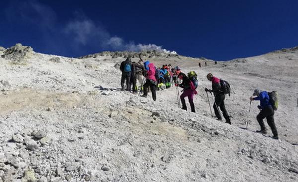 دعوای گروه کوهنوردی، سر دو رّان یک مرغ!